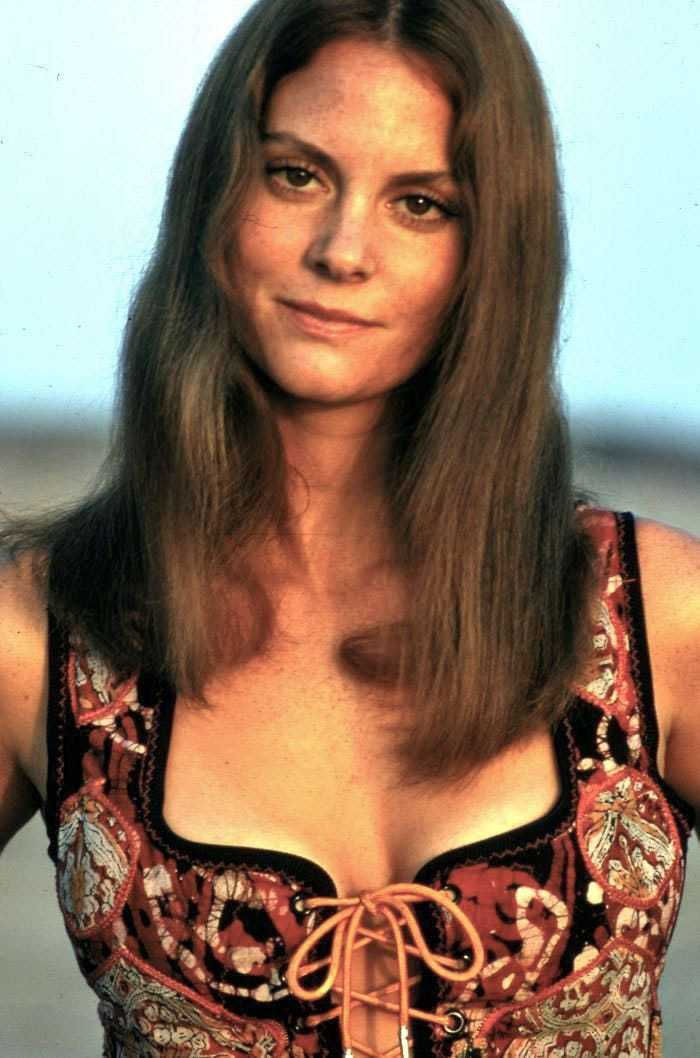 Hottest Lesley Ann Warren Bikini Pictures Which Are Inconceivably Beguiling - BestHottie