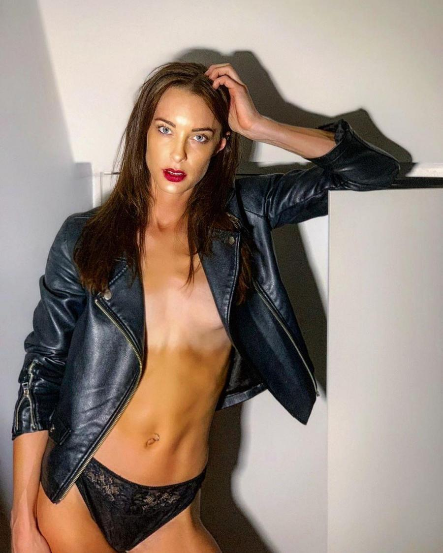 Emily Hartridge Nude